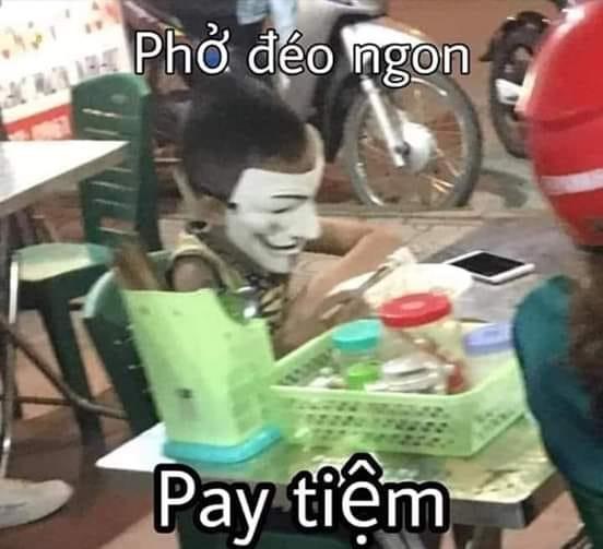 Thằng bé đeo mặt nạ hacker nói phở déo ngon, bay tiệm