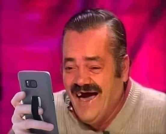 Ông sún răng cầm điện thoại cười
