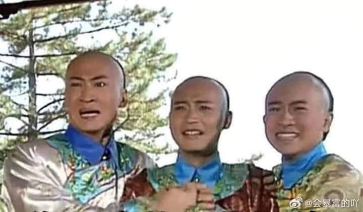 3 diễn viên ôm nhau khóc hồi hộp ngạc nhiên