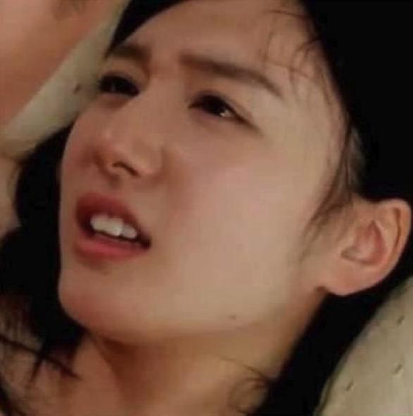 Cô gái Nhật khóc cảm động trước những câu chuyện ý nghĩa