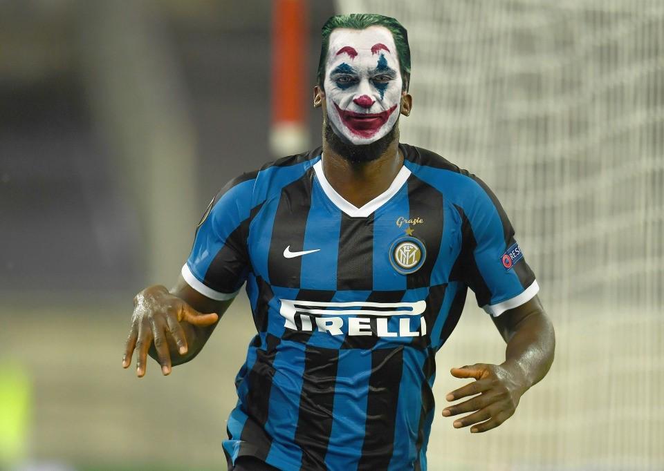 Cầu thủ Lukaku mang lớp mặt nạ thằng hề Joker