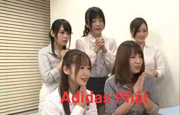 5 cô gái Nhật chắp tay Adidas Phật