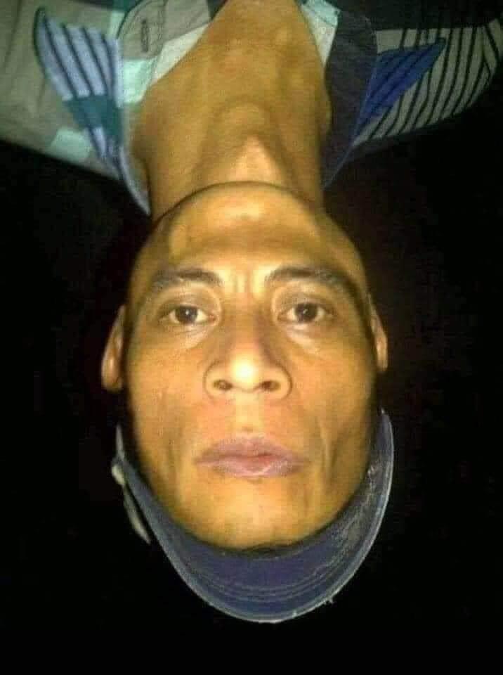 Hình ảnh người đàn ông có khuôn mặt lộn ngược
