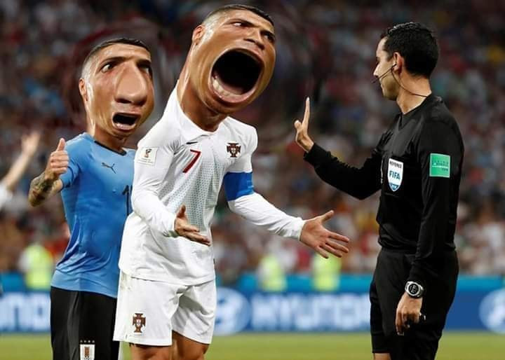 Ronaldo há to mồm đòi penalty