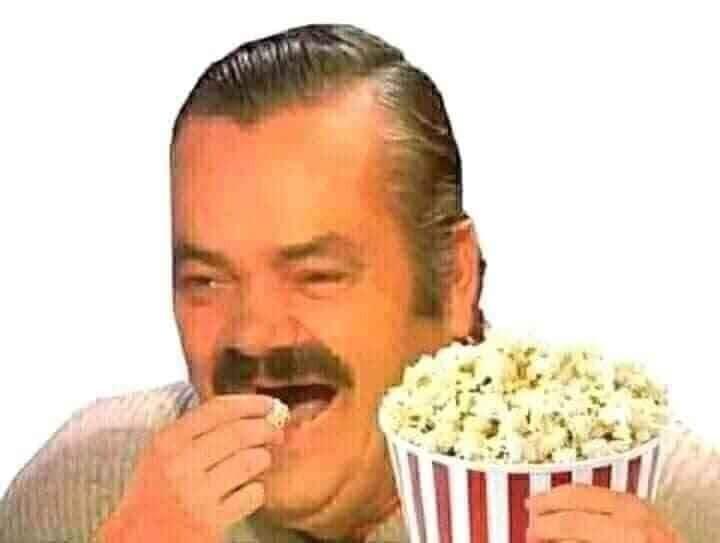 Người đàn ông ăn bỏng ngô hóng drama