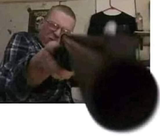 Ảnh người đàn ông chĩa súng vào camera