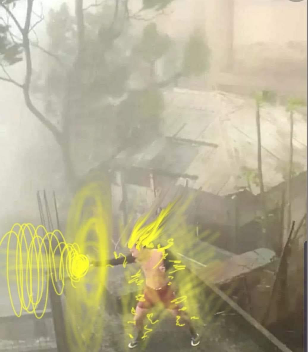 Meme thanh niên cởi trần gào théo trong bão