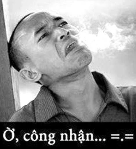 Người đàn ông ngửa mặ nhả thuốc lá nói ở công nhận