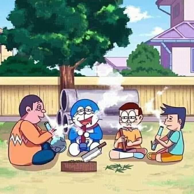 Doraemon, Chaien, Nobita cùng Xeko đang hút cỏ