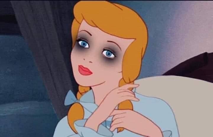 Công chúa hoạt hình mắt thâm quầng vì thức đêm hóng drama