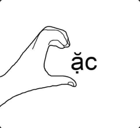 Đưa bàn tay làm hình trái tim với từ ặc tạo thành từ cac
