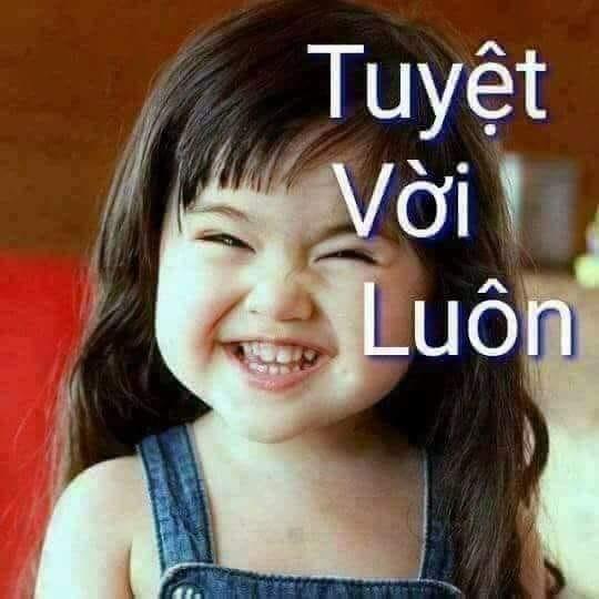 Bé gái đáng yêu cười tuyệt vời luôn