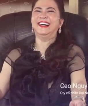 Bà Phương Hằng cười sảng khoái