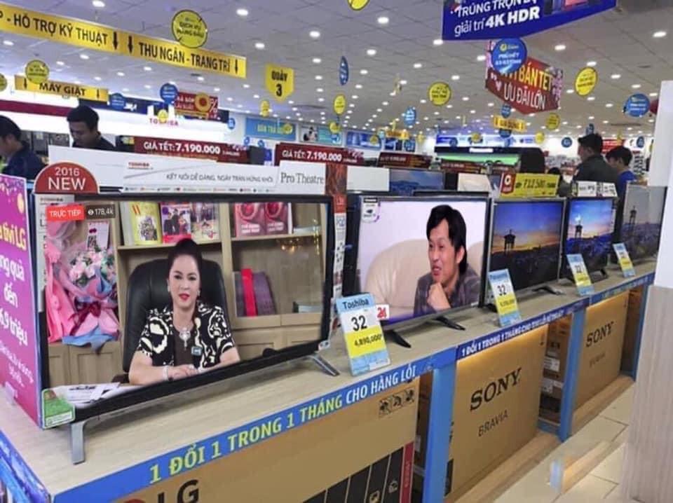 Cô Phương Hằng và Hoài Linh tranh luận ở siêu thị điện máy