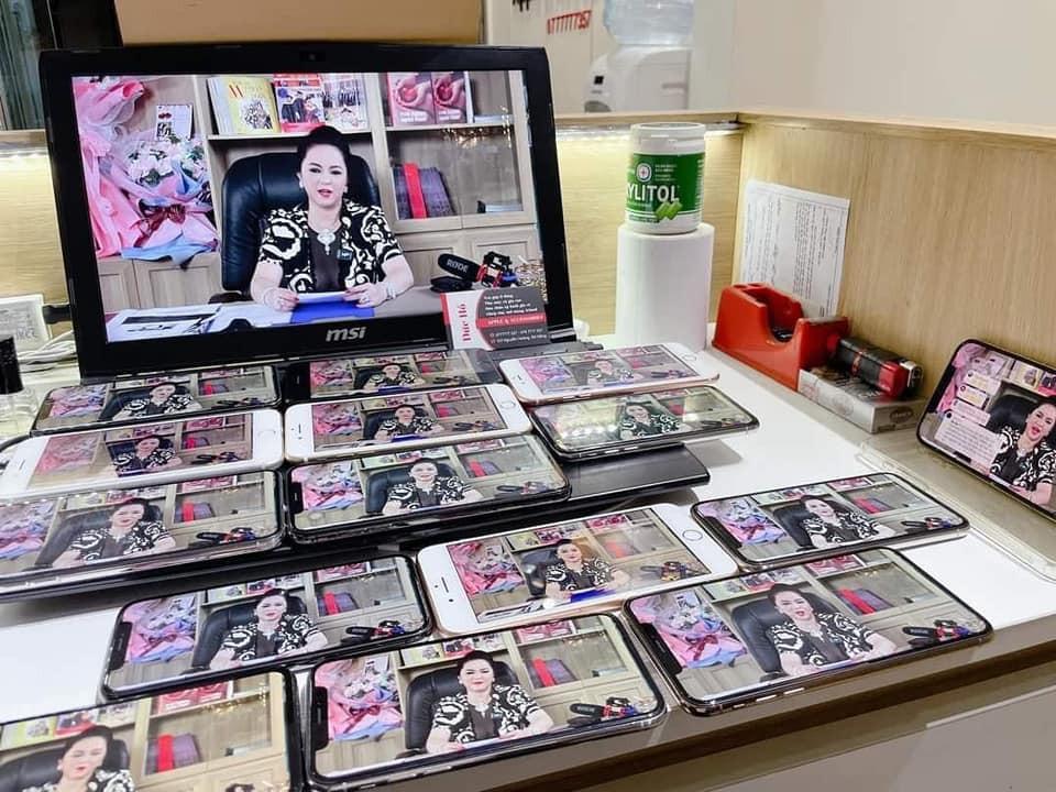 Mở nhiều điện thoại và latop cày view cho idol Phương Hằng